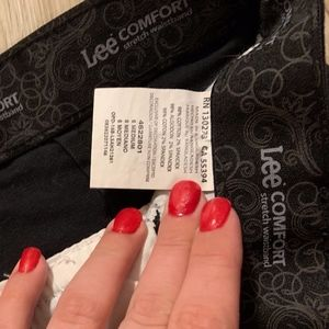Lee Comfort Black Bermuda Worn Once Ladies' Size 6